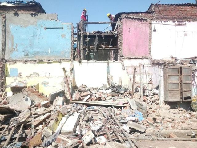 834 slums from 2.5 acres of land were cleared on Friday.