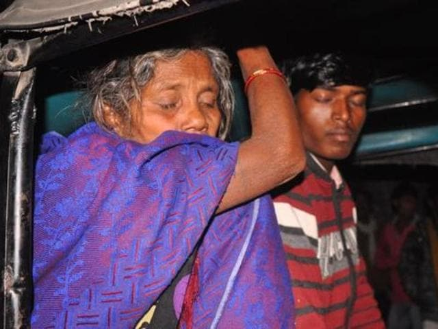 Manju Devi's mother-in-law and husband outside Gaya's Anugrah Narayan Magadh Medical College Hospital . (HT Photo)