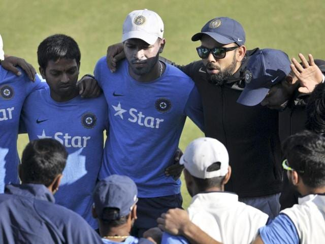 The team had a close huddle too, where captain Virat Kohli was seen addressing the players -- the captain's talk -- to pep them up for the big challenge starting Saturday. (Ravi Kumar/ ht photo )