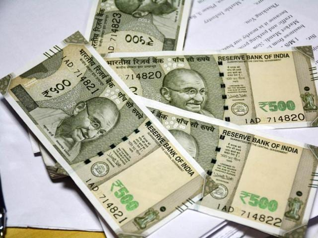After complaints of printing variations, RBI said the new Rs 500 and 2,000 currency notes are a legal valid tender.