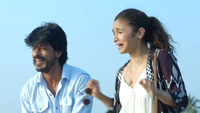 Shah Rukh Khan plays a charming therapist while Alia Bhatt is a young girl with her own set of fears. How does she deal with life, her fears and relationships? Well, SRK is there to help her in Dear Zindagi.