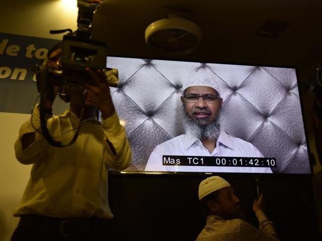 Zakir Naik issued another statement on Friday, criticising the Centre's move of banning his Islamic Research Foundation (IRF) and registering a case against him.(HT Photo)