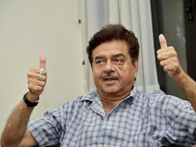 BJP MP Shatrughan Sinha feels a special committee is required to deal with problems which have risen post demonetisation.