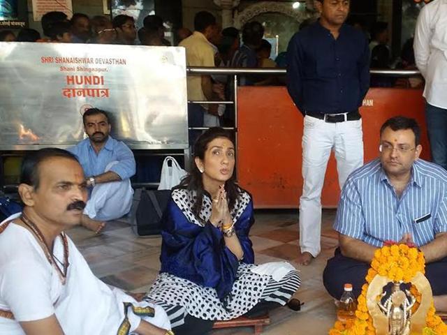 Former Tata Group chief Cyrus Mistry (R) prays at the Shani Shingnapur Temple in Ahmednagar on Friday.