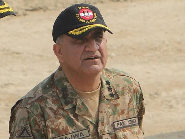 In this photograph taken on November 16, Pakistani Army General Qamar Javed Bajwa arrives to attend a military exercise on the Indian border in Khairpure Tamay Wali in Bahawalpur district.