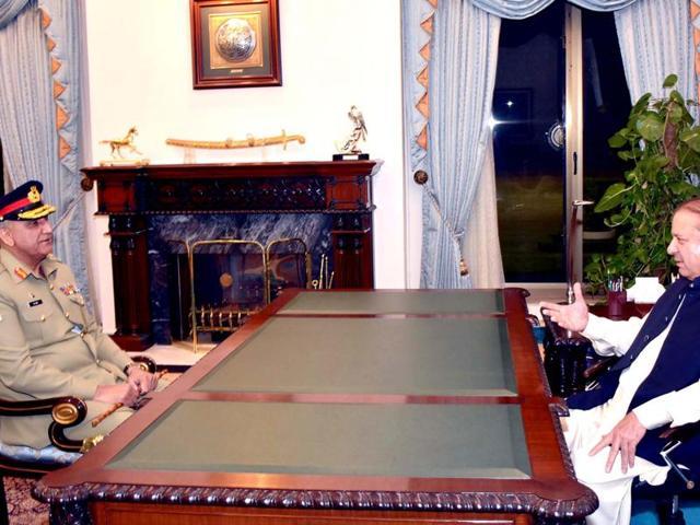 Pakistani prime minister Nawaz Sharif (R) meets with chief of army staff-designate General Qamar Javed Bajwa in Islamabad.