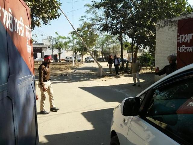 Police party out side Nabha jail after jail break incident at Nabha near Patiala on Sunday ,27 November 2016.
