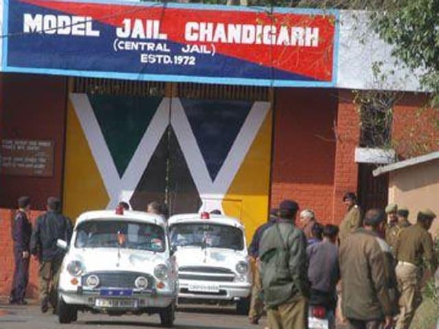 jail break,tunnel escape,officers