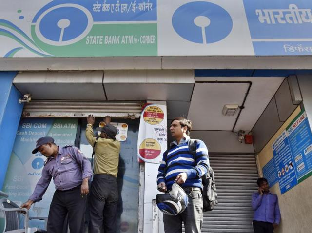 A notice is pasted outside State Bank of India branch in Srinagar. An angry mob vandalised a branch of the bank in Manipur after waiting to withdraw money.(PTI File Photo)