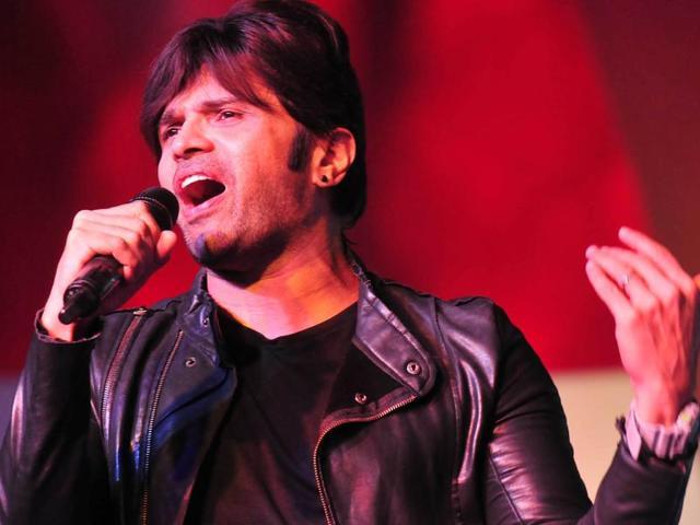 Singer Himesh Reshammiya performing during Chandigarh Carnival 2016 at Leisure valley on Sunday.