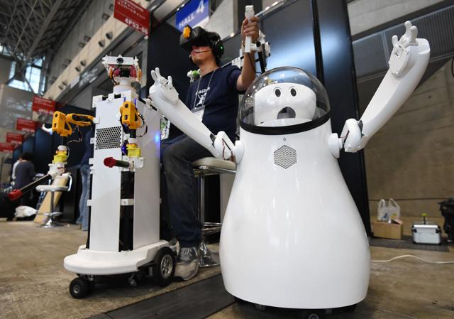 The robot called Torobo-kun has failed in the university entry exam for four years in a row.