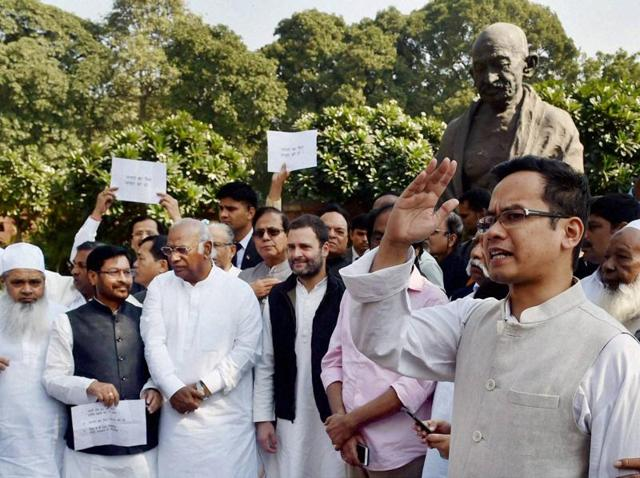 Rahul Gandhi, Mallikarjun Kharge, JP Yadav and other opposition leaders at a protest against demonetisation at Parliament House in New Delhi on November 28, 2016.