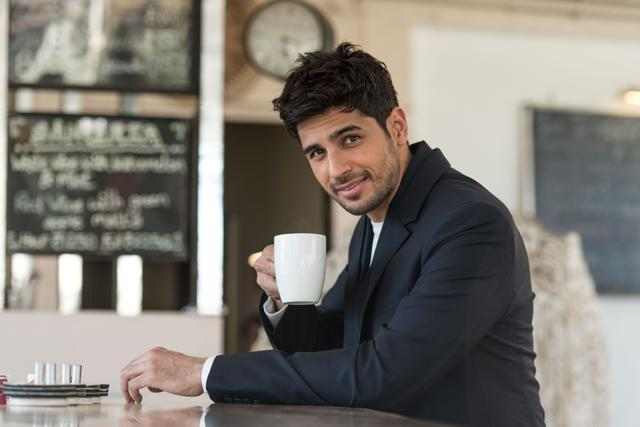 From How To Woo A Girl To His First Kiss And Proposal: Sidharth Malhotra Gives Love Lessons On This Valentine's Day!