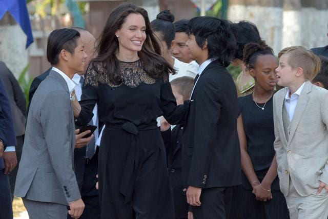 Here's How Brad Pitt And Angelina Jolie Kept Fooling The World Post Their Divorce!