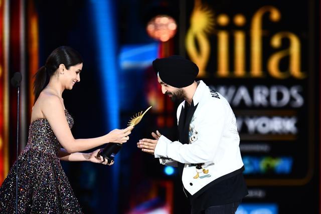 Alia Bhatt, Varun Dhawan, Shahid Kapoor Win Big At The IIFA Awards 2017!