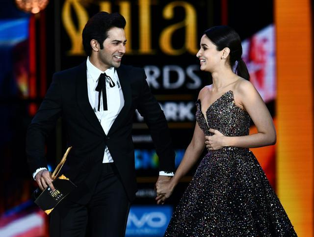 Alia Bhatt Varun Dhawan Shahid Kapoor Win Big At The IIFA Awards 2017