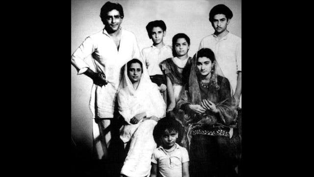 In a family photograph Prithvi Raj Kapoor can be seen with his children Shammi, Raj and Shashi Kapoor, daughter-in-law Krishna Raj Kapoor and wife Rama Kapoor at Raj Kapoor's wedding.