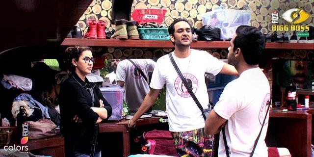 Bigg Boss 11 Dec 5: Hiten Tejwani Fights With Hina And Akash Dadlani; Vikas Makes Arshi Cry!