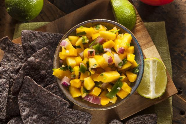 Mango salsa with corn chips can be an alternative snack. (Shutterstock)