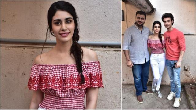 Janhvi Kapoor, sister Khushi twin in white, Anushka Sharma and Varun Dhawan begin Ganesh Chaturthi celebrations. See pics