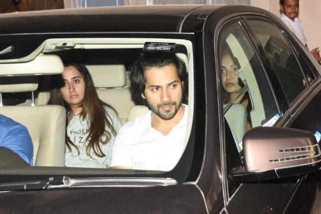 Malaika Arora, Arjun Kapoor, Kareena Kapoor Can't Stop Smiling As They Head Out Of Karan Johar's Party.