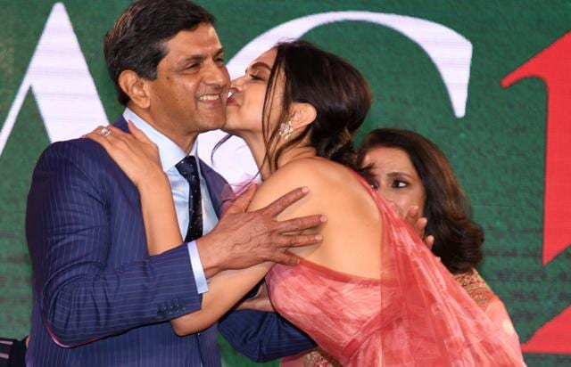 This Goofy Picture Of Deepika Padukone Trying To Make Her Mother Ujjala Smile Is Priceless