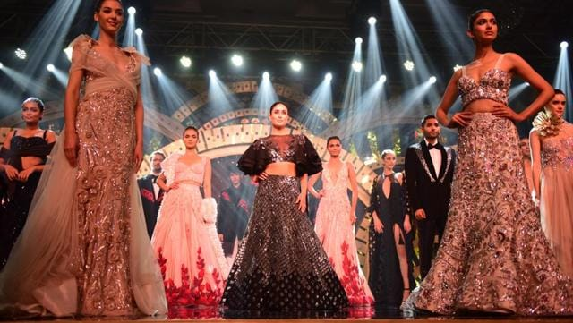 Kareena Kapoor was the showstopper for Manish Malhotra's fashion show.