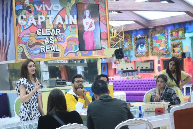 Bigg Boss 13 Episode 39: Sidharth Shukla Gets Into Another Heated Argument With Tehseen Poonawala, Mocks Him With, 'Smooch Karega?'