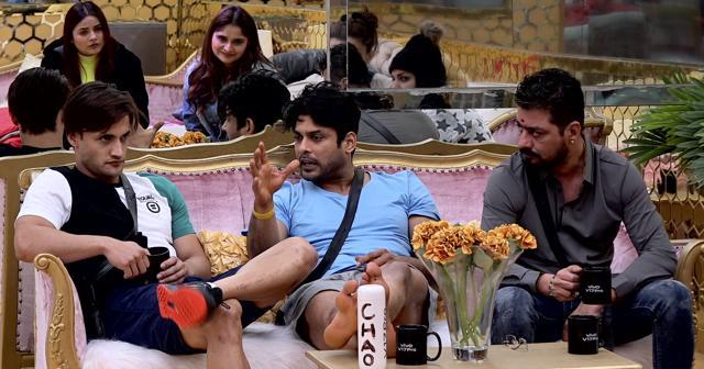 Bigg Boss 13: Kamya Punjabi Slams Contestants Targeting Sidharth Shukla, Says He is Alone Running The Show