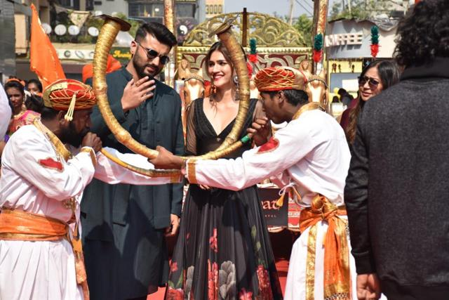 Panipat Song Mann Mein Shiva: Arjun Kapoor, Kriti Sanon Lose Themselves To The 'Victory Cry Of Shiva'