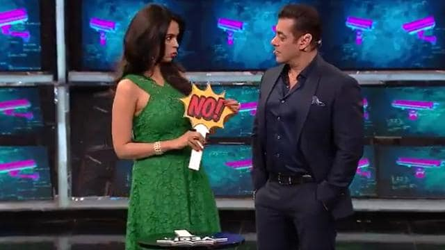 Bigg Boss 13 Update: Rashami Desai Sobs Over Sidharth's 'Aisi Ladki' Comment, Salman Khan Plays Pacifier!