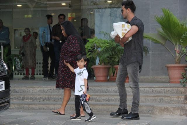 Aayush Sharma, Arpita Khan Sharma Welcome Baby Ayat Home