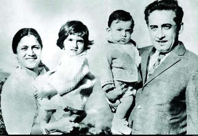 Fans Call Aamir A Xerox Copy Of His Late Father Tahir Hussain As Actor Shares Unseen Family Photos On His Death Anniversary