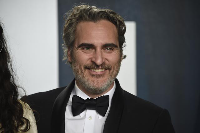Joaquin Phoenix, Girlfriend Rooney Mara Relish Burgers After His Oscar Win, Check Out Pictures