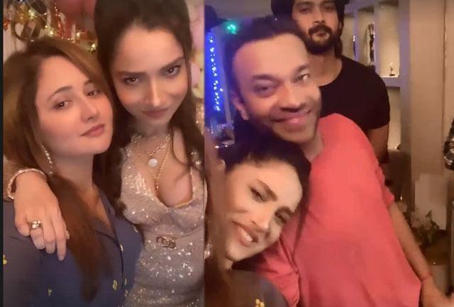 Birthday Girl Ankita Lokhande Gets Kiss From Boyfriend Vicky Jain, Grooves With Rashami Desai On Bollywood Songs