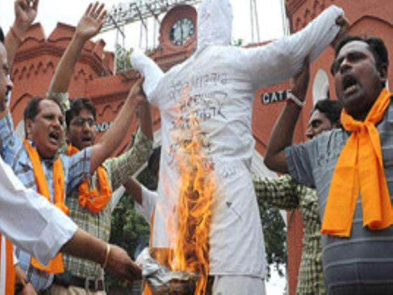 Activists of Vishwa Hindu Parishad burn an effigy of the United Progressive Alliance as they shout anti-terrorism slogans during a protest condemning Mumbai's triple bomb blasts, in Amritsar.
