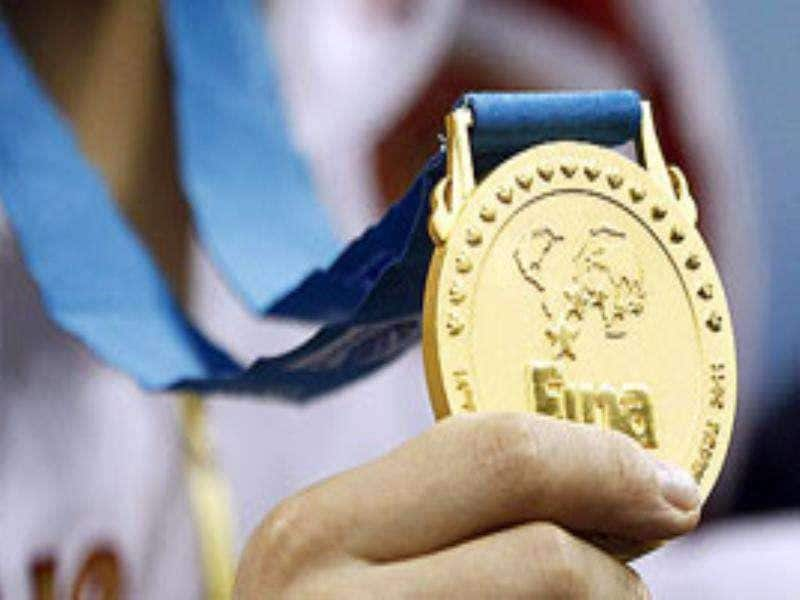 Russia's Natalia Ishchenko holds her gold medal after winning the synchronised swimming solo technical at the 14th FINA World Championships in Shanghai.