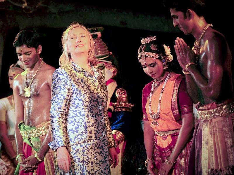 US secretary of state Hillary Clinton (C) poses for pictures with classical dancers after they performed Bharatanatyam, at the Kalakshetra cultural center in Chennai.