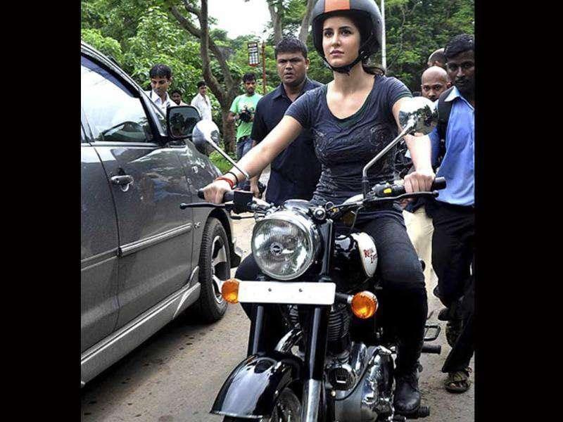 katrina kaif takes rides - photo #17