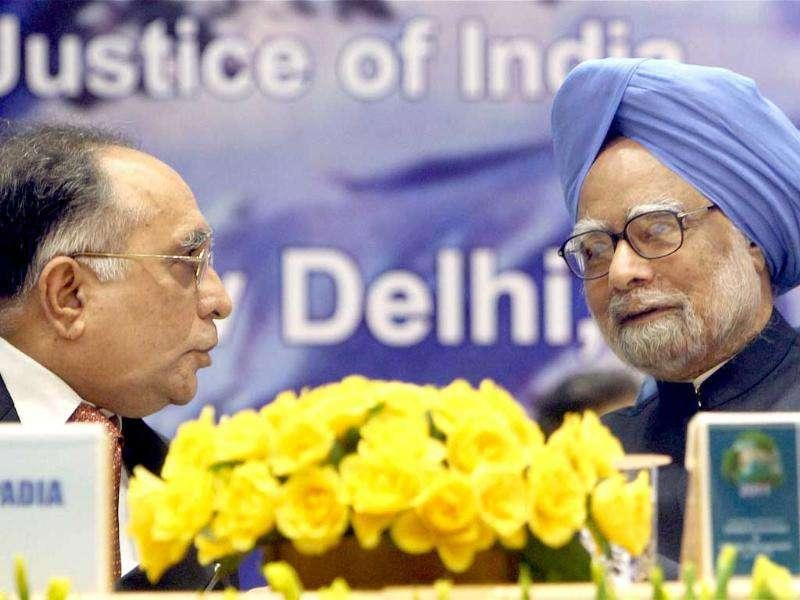 Prime Minister Manmohan Singh talks with Chief Justice of India Justice S H Kapadia during the International seminar on Global Environment and Disaster Management.