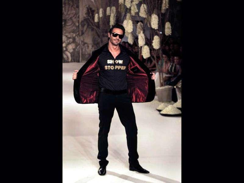 Bollywood actor Arjun Rampal displays a creation of designer Rohit Bal during Delhi Couture Week 2011 in New Delhi.