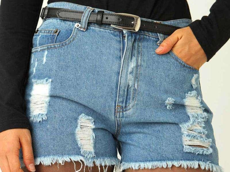 2. Frayed clothing: Sloppy dressing with jeans or scruffy clothes was also seen as a huge faux pas.