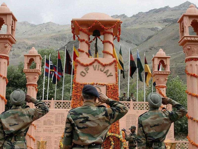 General Officer Command 14 Corps Ravi Dastane(C) salutes after laying wreath at the Kargil war memorial during a function on the occasion of 'Vijay Diwas' in Drass, Jammu and Kashmir.