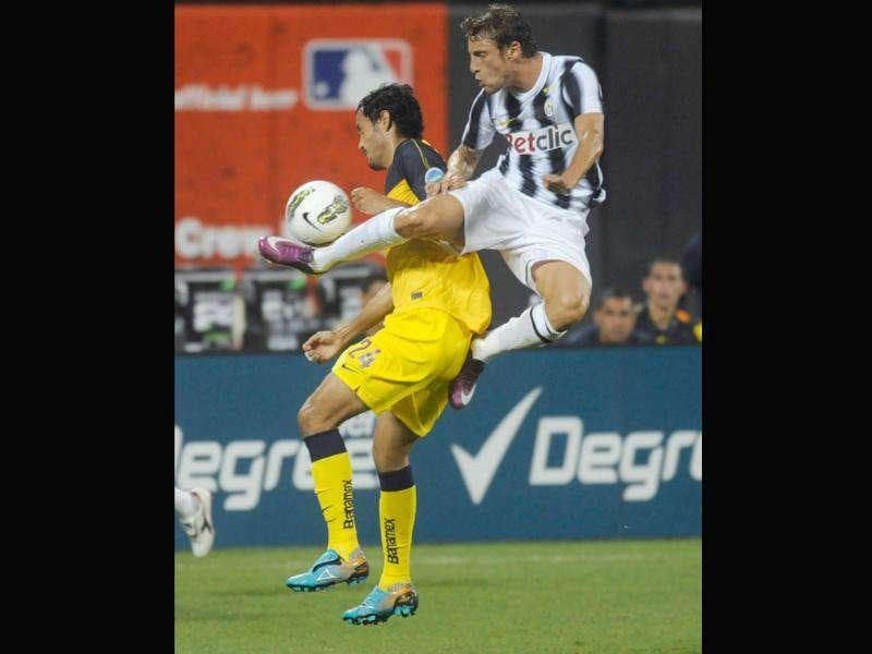 Juventus's Claudio Marchisio and Club America's Daniel Marquez vie for the ball in the second half of a World Football Challenge soccer match in New York. Juventus won 1-0.