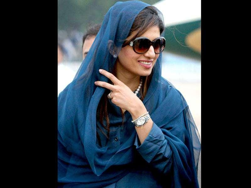 She is married to Feroz Gulzar, a businessman and they have two sons and one daughter.