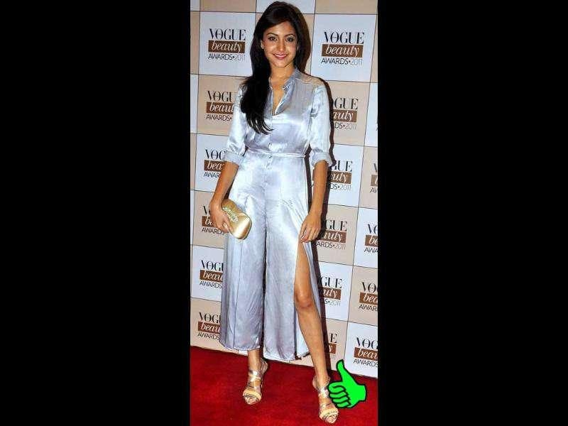 Anushka Sharma was the winner for the night - that metallic silver jumpsuit and those endless legs. WOW.