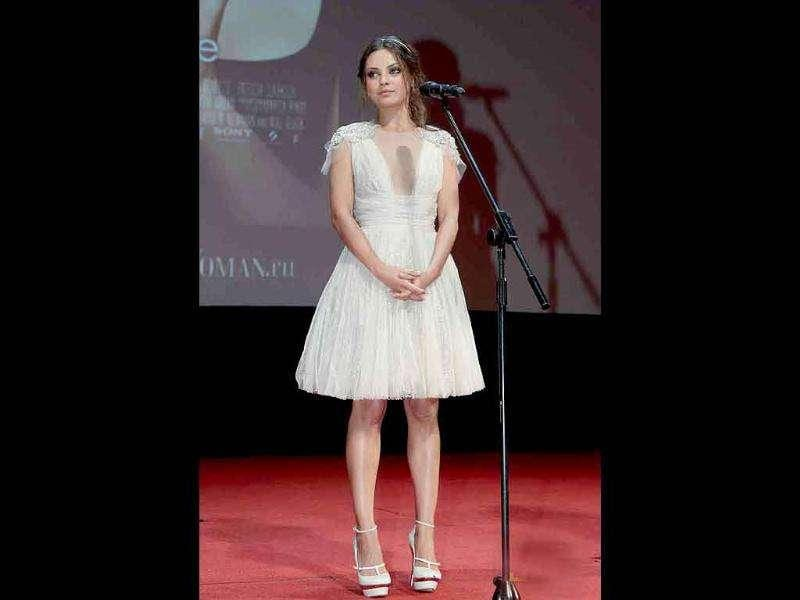 Mila Kunis looks like a white swan at the Moscow Premierre of Friends With benefits.