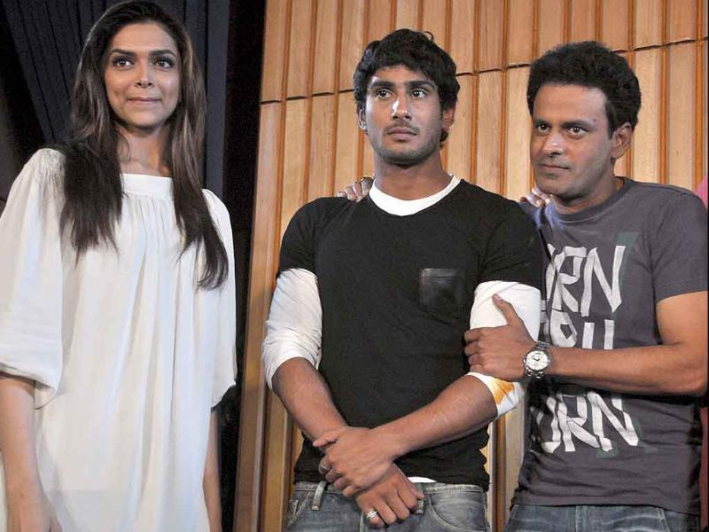 Deepika Padukone, Prateik Babbar and Manoj Bajpayee pose together. (AFP)