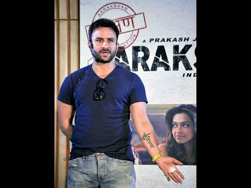 Saif Ali Khan shows off his Kareena tattoo at the event.
