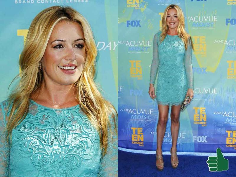 Cat Deeley looks effervescent with almost no makeup. Packing those endless legs in a short, sea-blue dress is a sure winner.